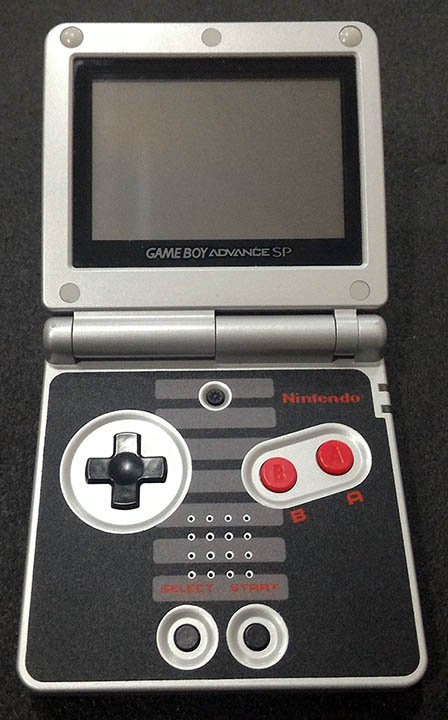 Consola Usada Nintendo Game Boy Advance SP - NES Edition